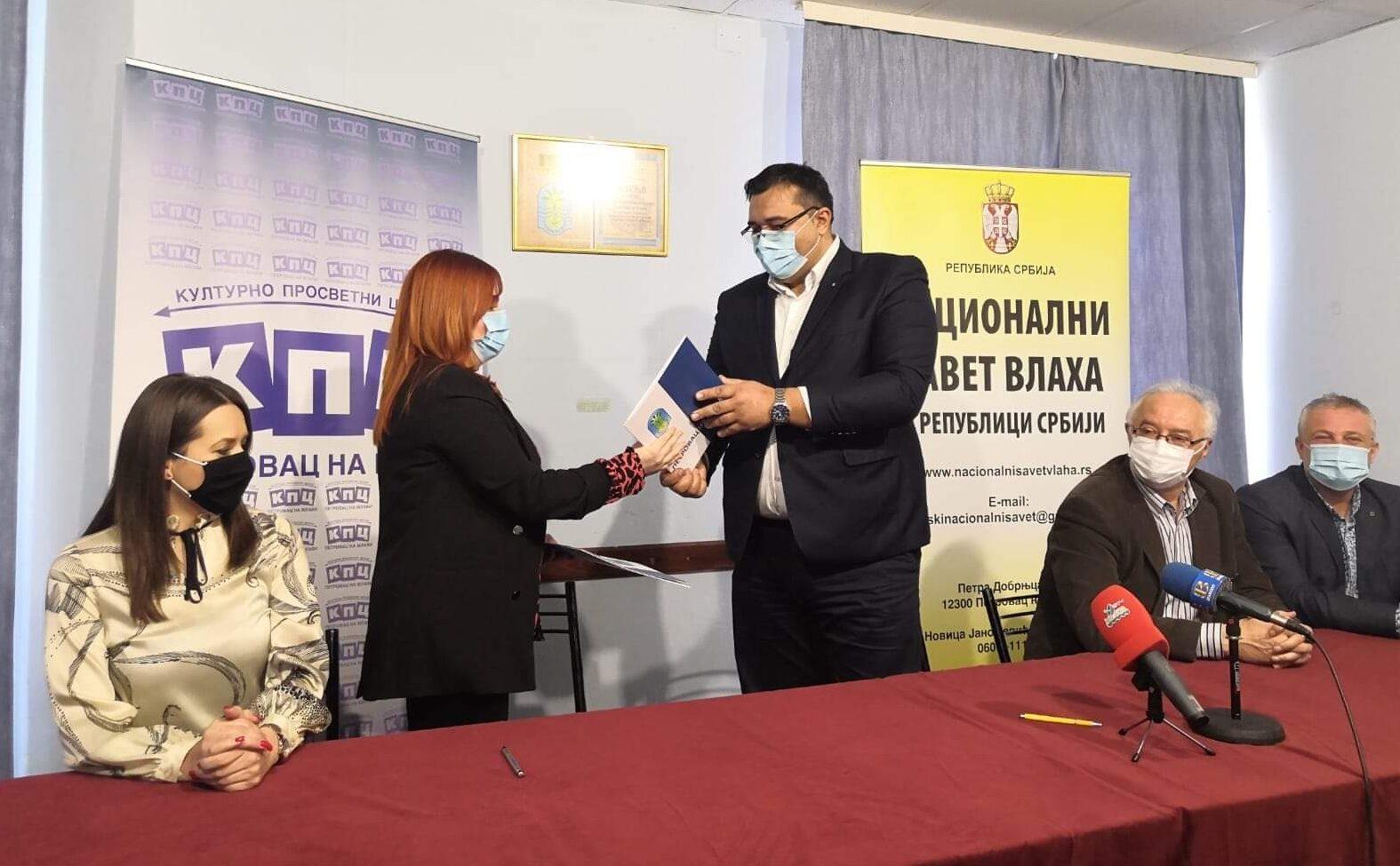 Potpisan sporazum o saradnji između Kulturno - prosvetnog centra Petrovac na Mlavi i Nacionalnog saveta Vlaha u Republici Srbiji 50532