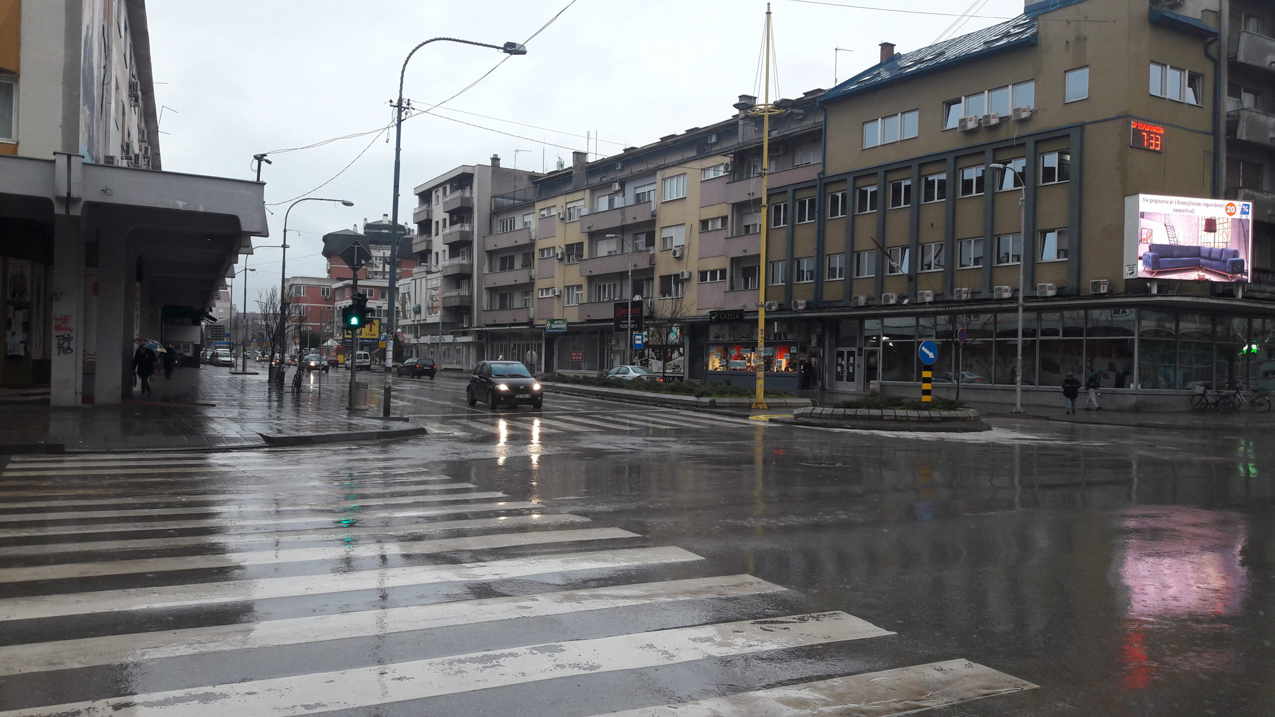 Promenljivo oblačno, povremeno kiša i pljuskovi 52618