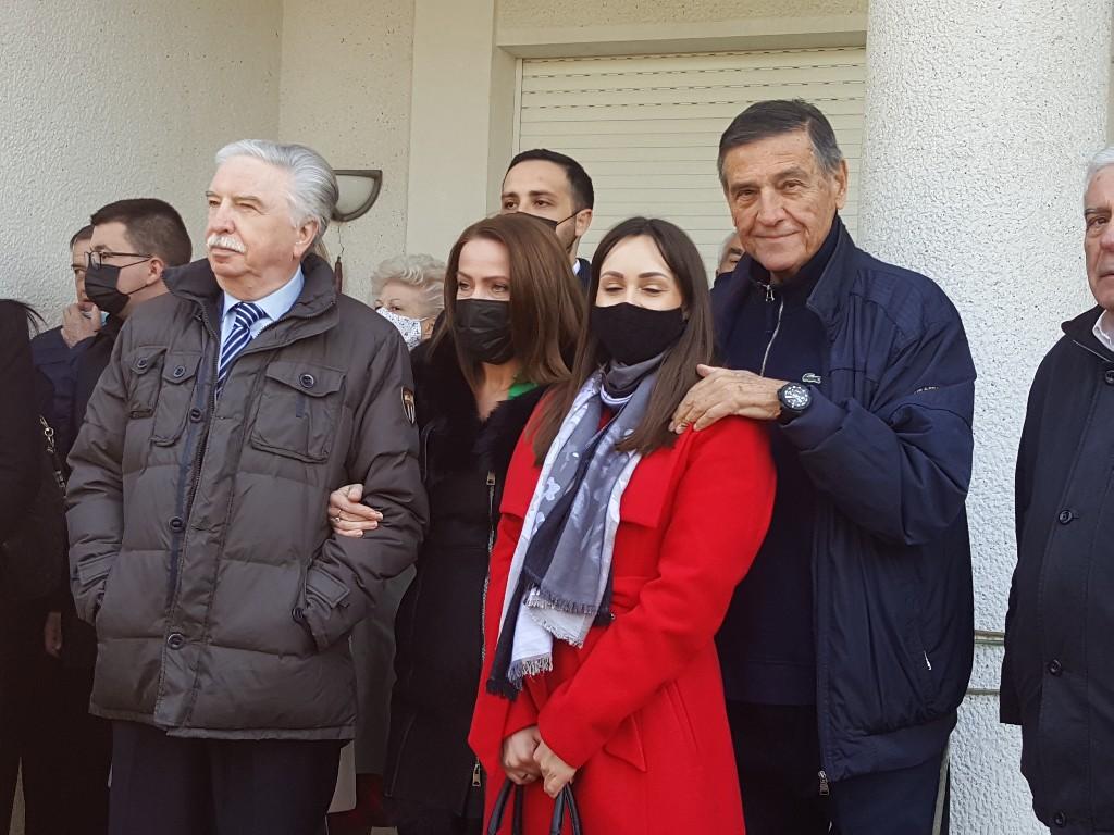 (FOTO) Na Slobinom grobu poklonili se Šainović, Mrkonjić, ministar Vulin i brojni građani 51583