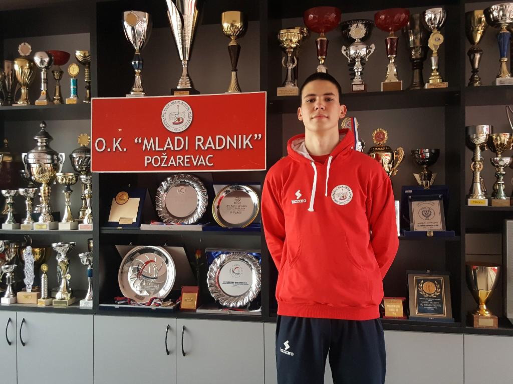 """Odbojkaš """"Mladog Radnika"""" i reprezentativac Petar Aleksić za Poportal: """"Treniram i kod kuće kada ne mogu drugačije"""" 52021"""