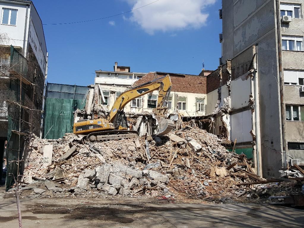 """Požarevac: U toku je rušenje zgrade nekadašnjeg """"Bioekskluziva"""" 52276"""
